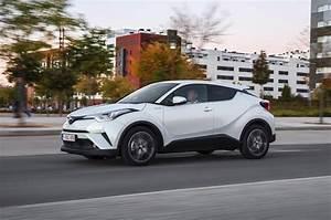 Nouvelle Toyota Chr : 2017 toyota c hr 1 8 hybrid review autocar ~ Medecine-chirurgie-esthetiques.com Avis de Voitures