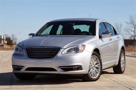 standard chrysler 200 2014 chrysler 200 pictures prices with technology news