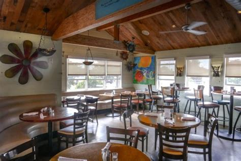 Cottage Style Restaurants by Cozy Cottage Style Restaurant Serving Your Favorite Dishes