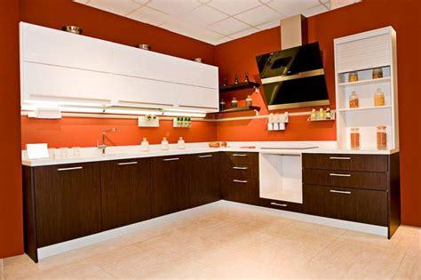 white and brown kitchen cabinets kuchnia nowoczesna estetyka funkcjonalność urządzenia 1731