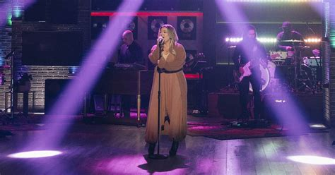 Kelly Clarkson covers 'Can't Get You Out of My Head' for ...