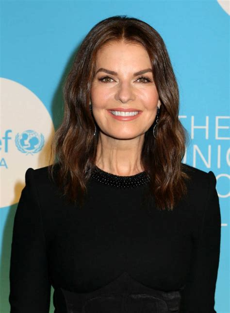 sela ward attends   annual unicef snowflake ball
