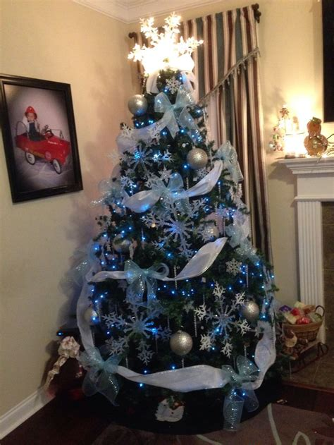 43 best images about disney s frozen themed christmas tree