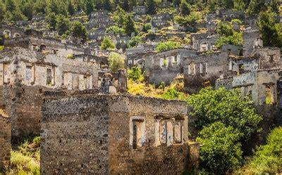 stunning abandoned towns   world