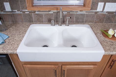laminate countertop with farmhouse sink eastland ranch a3181a find a home commodore homes