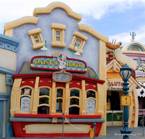 mickeys toontown restaurant   disneyland