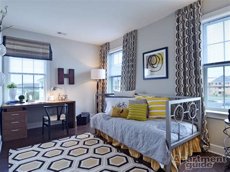 Bedroom Decorating Ideas For College Apartments by College Apartment Decorating Ideas Apartmentguide