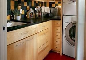 Regal Waschmaschine Trockner : 10 exclusive ideen zur dekoration einer gem tlichen waschk che ~ Michelbontemps.com Haus und Dekorationen