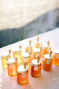 11 super creative wedding favor ideas modwedding With honey for wedding favor