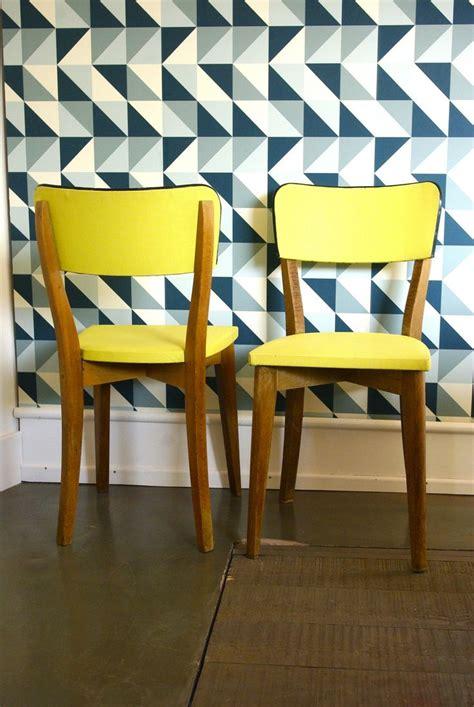 chaises jaunes duo chaises jaunes wood customisation de mobilier vintage hey you