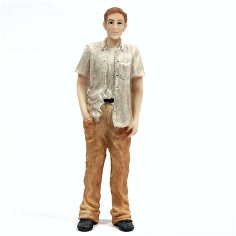 resin man figure  scale dp bromley craft