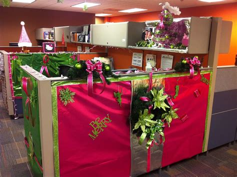 perfect office cubicle christmas decorating ideas