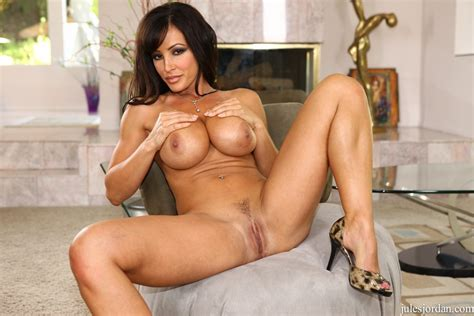 Famous Pornstar Lisa Ann Gives It Up To A Well Endowed