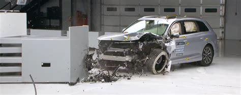 test crash siege auto 2017 audi q7 aces crash test earns top safety award