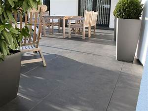 Terrassenplatten backes schiefer naturstein for Feuerstelle garten mit balkon fliesen holzoptik