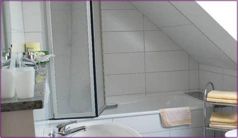 Duschabtrennung Badewanne Dachschräge duschabtrennung f 252 r badewanne in dachschr 228 ge hauptdesign