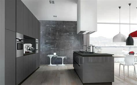 cuisine ouverte grise idée déco cuisine grise pour une ambiance harmonieuse