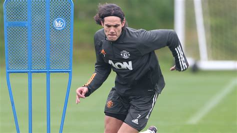 Cavani trains with Man Utd team-mates for the first time ...