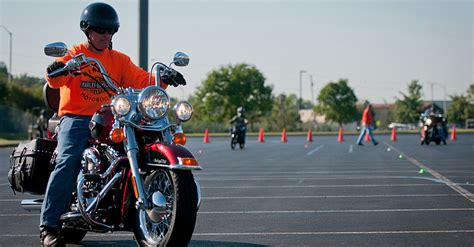 Top 6 Motorcycle Safety Awareness Tips For New Riders