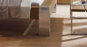Bett Aus Metall : wildeichenbett mit metallf en aus edelstahl liro ~ Frokenaadalensverden.com Haus und Dekorationen