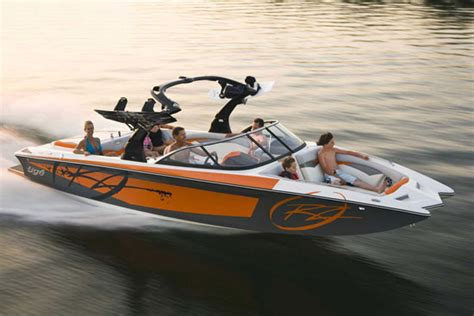Best Ski And Wakeboard Boats by 10 Best Tow Boats For Water Skiing And Wakeboarding