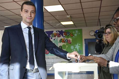 Jordan bardella, tête de liste du rassemblement national, s'est exprimé sur le plateau de rmc le 21 juin au sujet d'une photo prise dans son bureau de vote lors du premier tour des élections régionales. Européennes : politiques et candidats ont commencé à voter