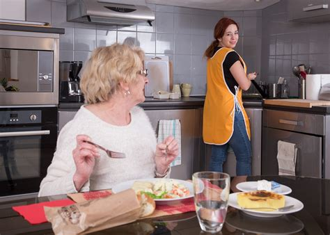 aide de cuisine aide femme polyvalente cuisine garde malade chauffeur
