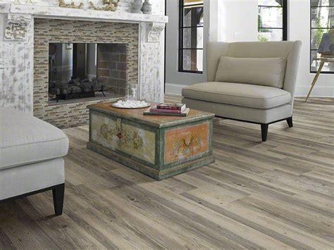 Shaw Luxury Vinyl Plank New Market in color Lancaster