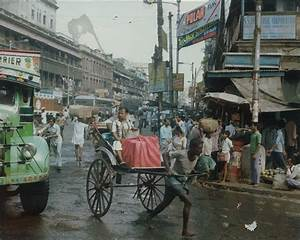 Calcutta (Kolkata) Street Scene - 1983 - Old Indian Photos
