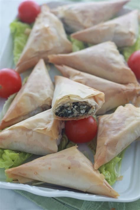 pate filo ou en trouver spanakopitas triangles feuillet 233 s aux 233 pinards cuisine culinaire