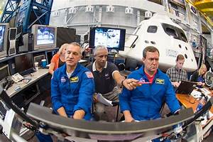 Astronauts practice launching in NASA's new Orion spacecraft