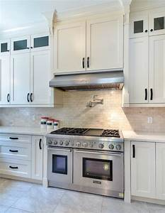 Contemporary kitchen with shaker style cabinets vancouver for Kitchen cabinets lowes with papiers peints cuisine