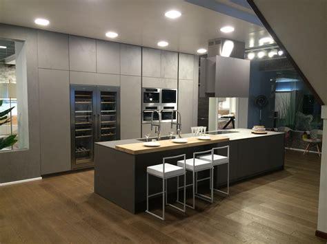 fa軋de de cuisine cuisine design ouverte façade effet béton par creathome 24