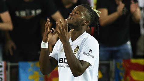 Batshuayi dismisses reports of Valencia departure ...