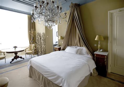 master bedrooms  chandelier lighting