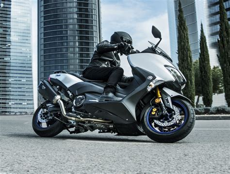 Yamaha Tmax Dx Image by 2018 Yamaha Tmax In Europe New Sx And Dx Version