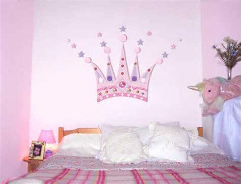 d馗oration princesse chambre fille princesse couronne décoration pour chambre des filles idées de décoration chambre
