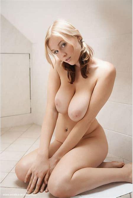 Paolina Busty Blonde Girl Posing Naked 3 / 16 Sexy Nakeds