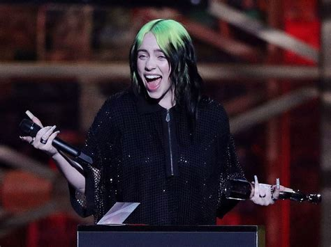 Hollywood: James Bond singer Billie Eilish reacts to ...