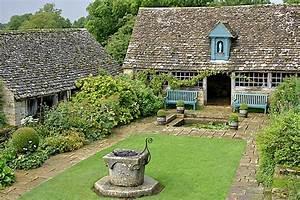 File:Snowshill Manor garden 7.jpg