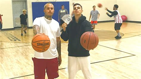 basketball game  point contest  cash bet