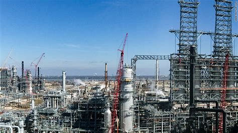 nations largest oil refinery forced  shut