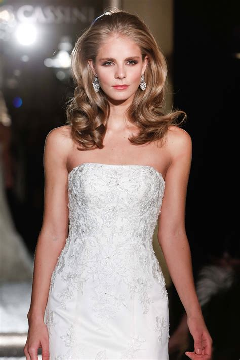 Hairstyles for wavy hair: Our top tips and favourite styles