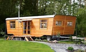Kleine Häuser Auf Rädern : wohlwagen der wohlwagen ist ein gartenhaus auf r dern ein wohnwagen aus holz ein zirkuswagen ~ Sanjose-hotels-ca.com Haus und Dekorationen
