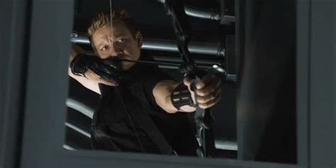 Jeremy Renner Hawkeye New Clip For The Avengers