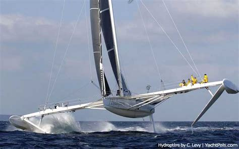 Trimaran Knots Speed by Sailing Hydrofoils And The Fold Catastrophe
