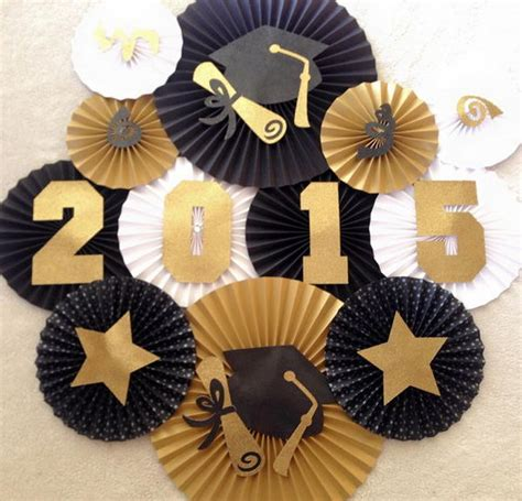 Your grad will probably love our graduation party props, and a photo banner will make a great keepsake for a dorm room after the party is over. 25 DIY Graduation Party Decoration Ideas - Hative