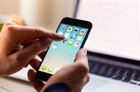 apple offers  fix iphone   touch disease bug