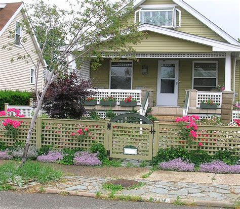 small square trellis i really like this idea for a fence it would be easy for a first time home owner to build with