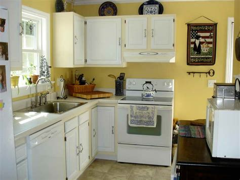 paint colors  kitchen  white cabinets decor